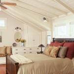 Фото белой спальни на мансарде