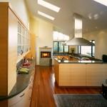 Фото кухни на мансарде в стиле кантри