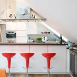 Фото маленькой кухни на мансарде