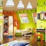 Фото яркой детской комнаты на мансардном этаже