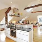 Кухня-гостиная на большой мансарде