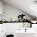 Маленькая кухня на мансарде фото