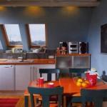 Оформление кухни на мансардном этаже