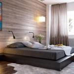 Спальня в частном доме с деревянными панелями
