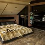Стильный дизайн спальни в мансарде фото