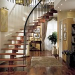 Винтовая лестница в загородном доме