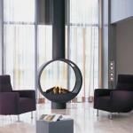 Современный камин в интерьере гостиной