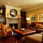 Классическая гостиная с камином в загородном доме: фото