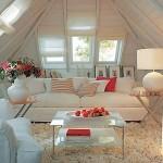 Светлая гостиная на мансарде фото