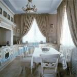 Стильные занавески на кухне в классическом стиле