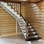 Фото перил на деревянной лестнице