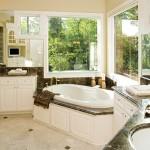 Ванная комната с большими окнами - решение, когда нет соседей
