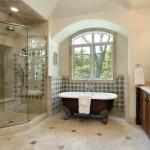 Дизайн большой ванной в частном доме