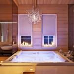 Крутая ванная комната с джакузи