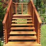 Уличные деревянные лестницы на дачу