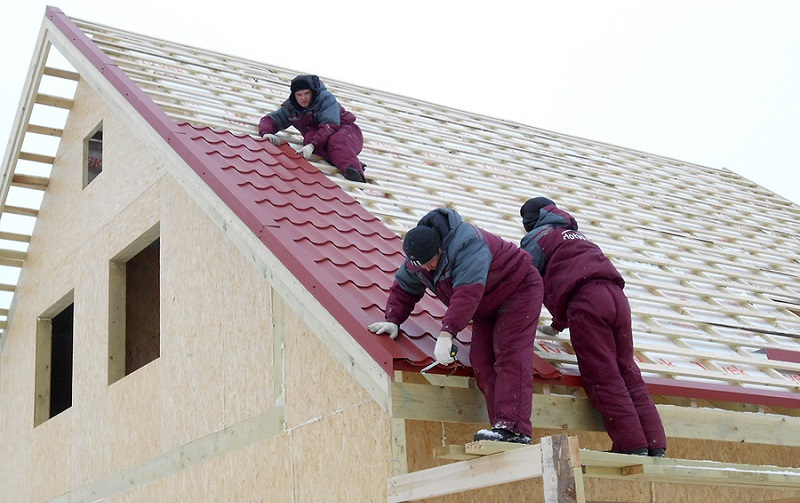 как правильно настелить металлочерепицу на крышу